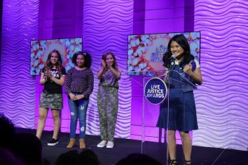 "Lil'Li Latisha Raih Penghargaan ""Live Justice Awards"" di Hollywood"